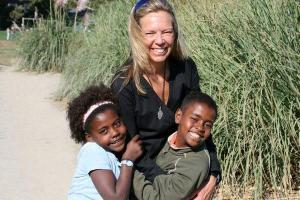 Common River volunteer in Aleta Wondo, Ethiopia with local children
